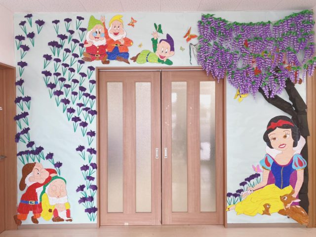 ・ ・ デイサービスよこいち 壁面作品です♩ ・ ・ 毎回毎回 迫力ある作品! ・ ・ 藤棚も麻紐で吊るして 更にリアルです♡ ・ ・ 都城の象徴 あやめもたくさん 咲いています! ・ ・ #デイサービスよこいち #トータルケアサービス #宮崎 #都城 #介護施設